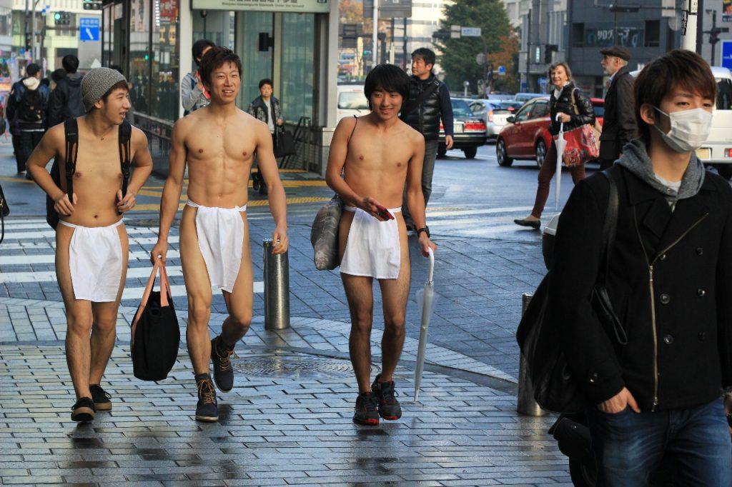 fundoshimans-walking