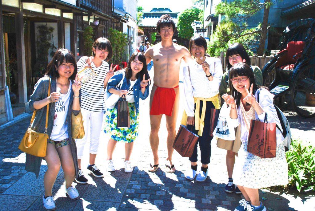fundoshiman-with-girls