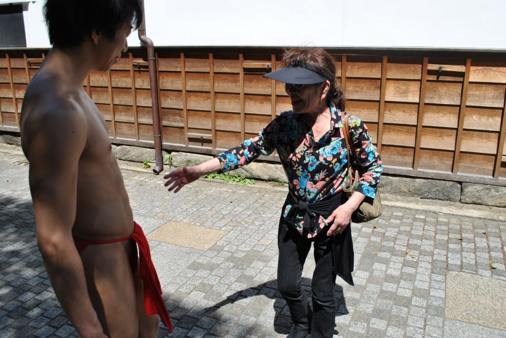 kamakura-madam-talking