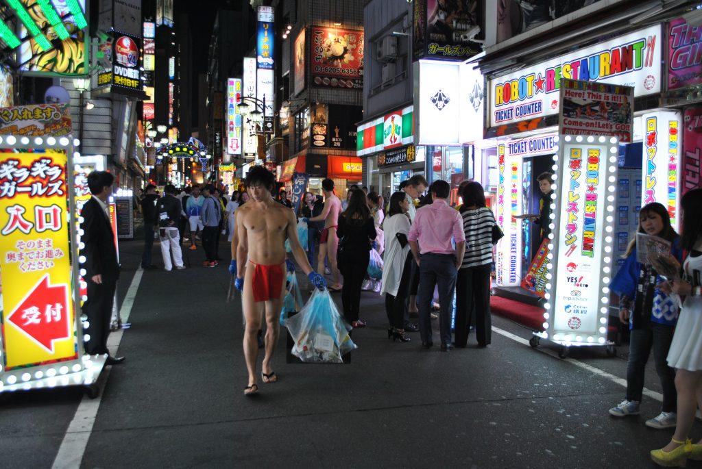 fundoshi-gomihiroi-nightactivity-street