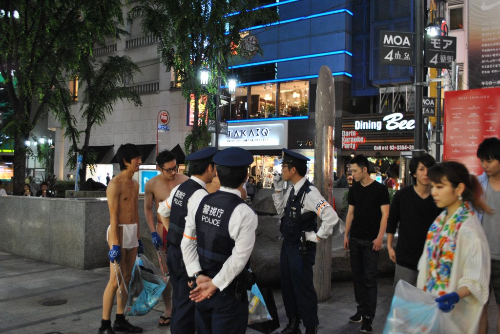 fundoshi-gomihiroi-with-police-4