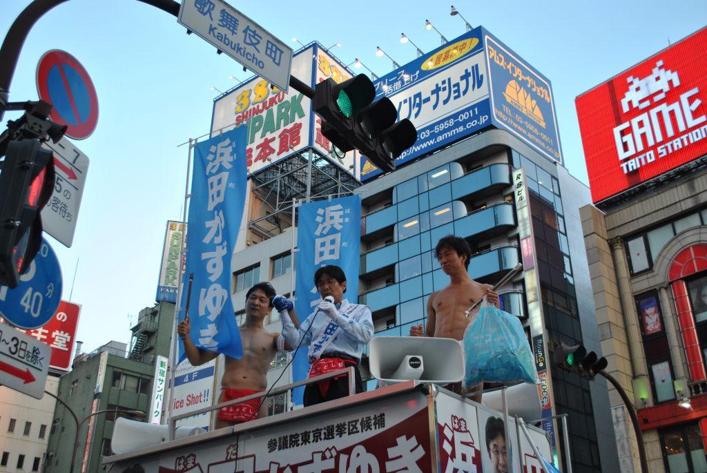 fundoshiman-and-hamadagiin-on-campaign-car-2