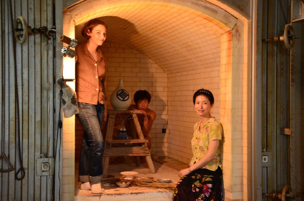 fundoshiman-and-jane-with-setoguchisan-inside-the-porcelain-oven