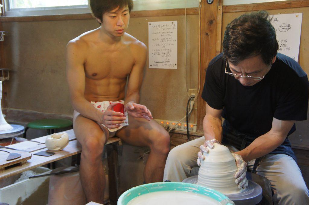 tsutsuisan-teaching-fundoshiman-how-to-do-rokuro