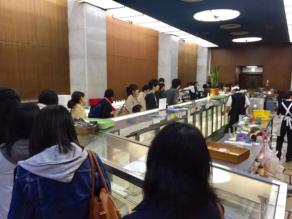 ohmiyayougashiten-crowded-2