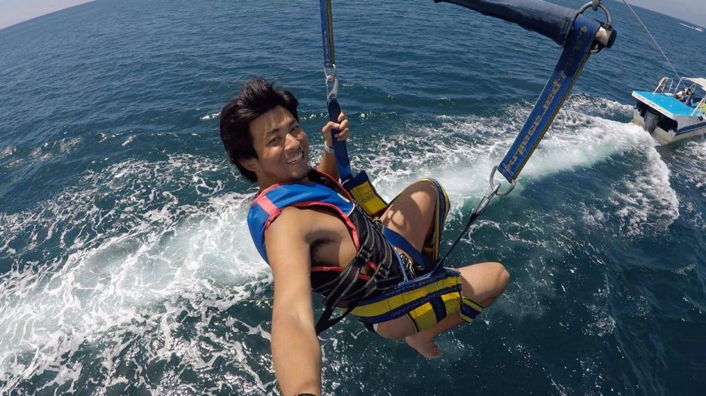 si-fundoshi-parasailing-7