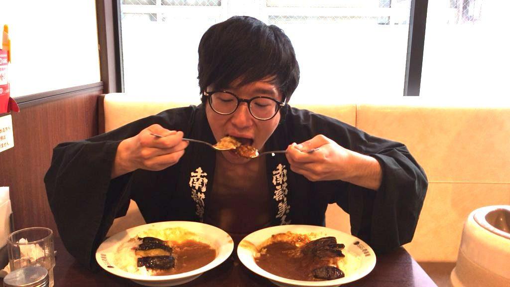 fundoshi-socrates-eating-bothe-sweetandhotcurry-2